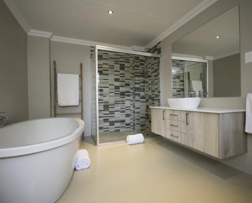 Luxury, Self-Catering Suite Bathroom